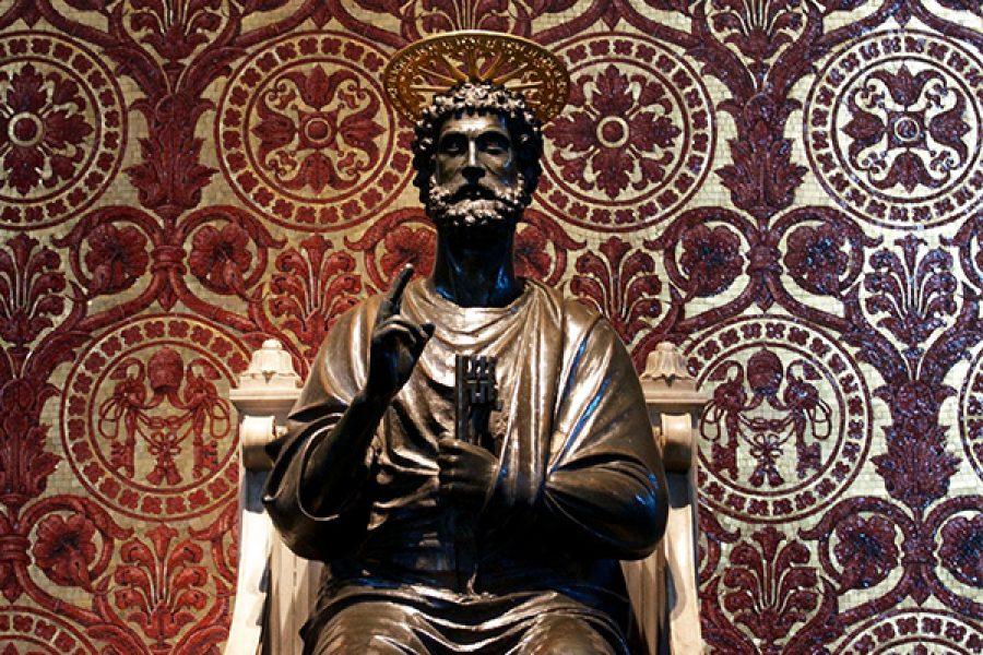 Il Papa siede sulla sua Cattedra per dare testimonianza di Cristo