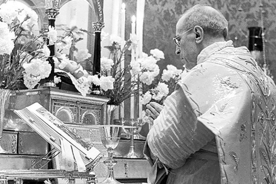 Papa Pio XII: la Mediator Dei e l'archeologismo